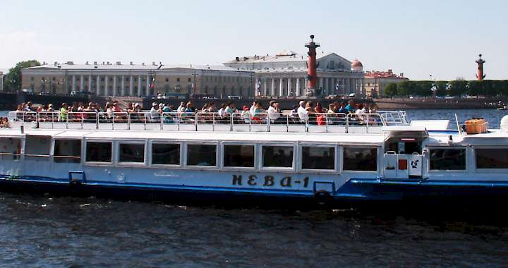 Guided tours and cruises